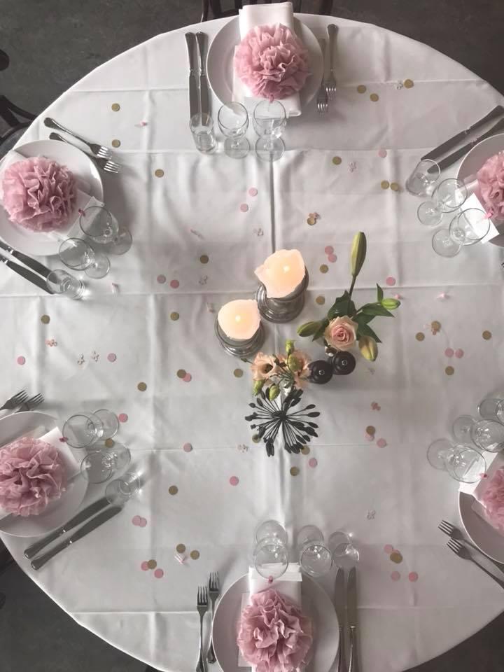 Rundt bord der er opdækket
